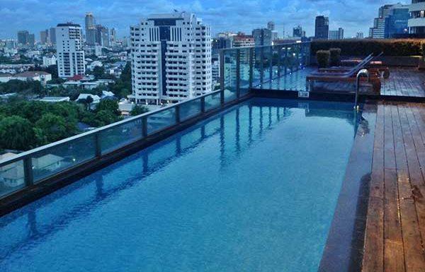 The-Alcove-Thonglor-10-Bangkok-condo-for-sale-swimming-pool-2
